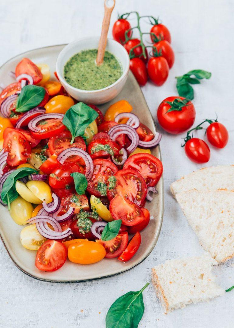 Tomatensalade met citroen basilicum dressing