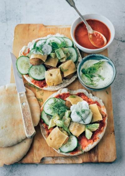 Pita falafel met kruidenyoghurtsaus